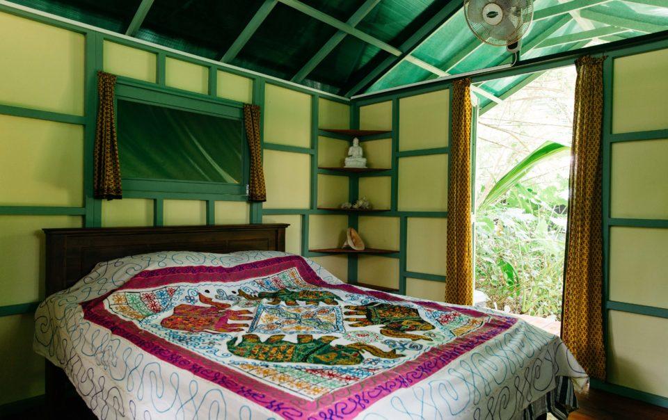 jungle hut accommodation double bed sri lanka