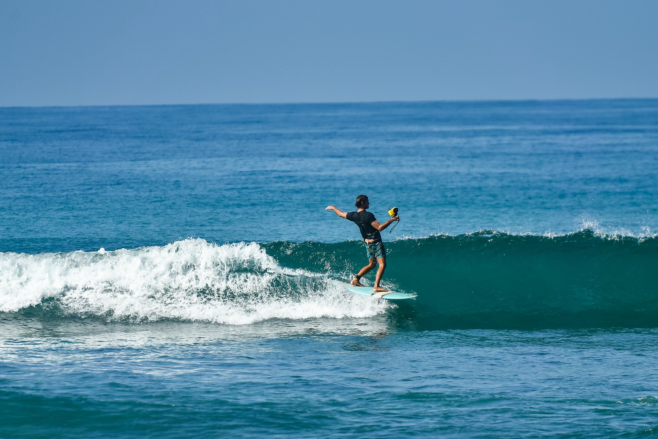 loose style surfer cruizing on a wave